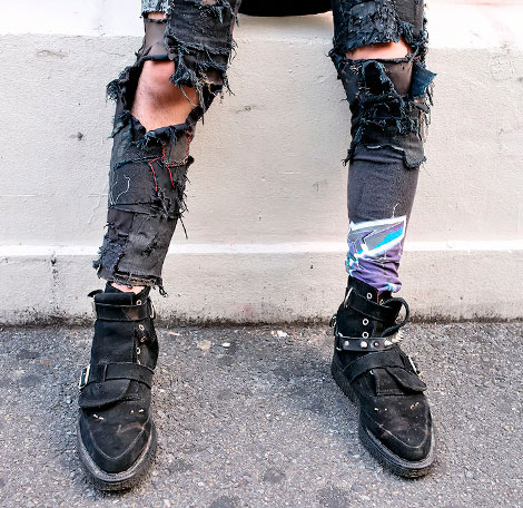 04_ripped_jeans